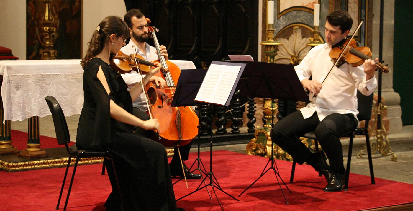 Tamila Kharambura, Paul Tulloch, Fernando Costa - Trio